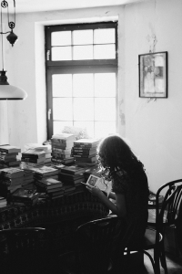 fata cu cartea