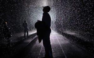 mergi-prin-ploaie-fara-sa-te-uzi-cea-mai-cool-loc-al-momentului_size1